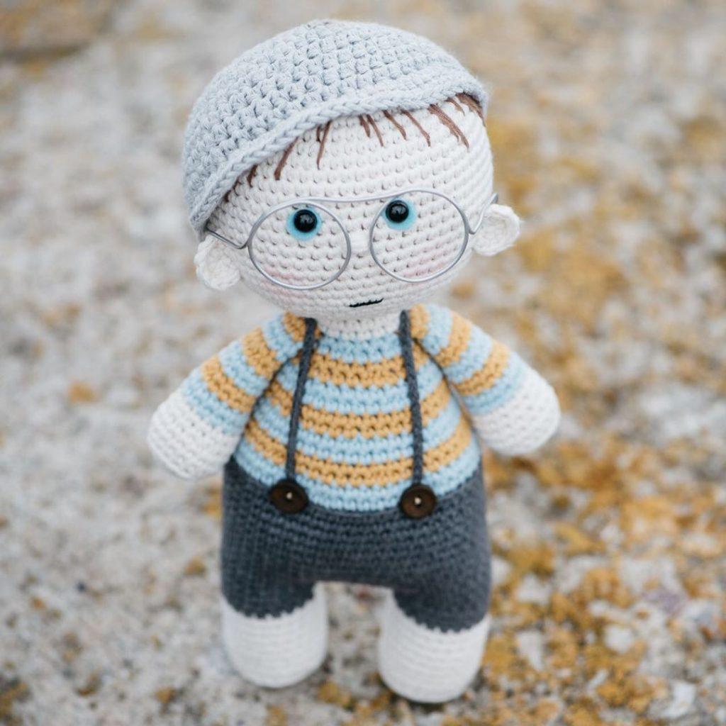 Mini Big Head Baby Doll pattern   1024x1024